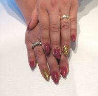 Gelnägel dunkelpink gold Nageldesign