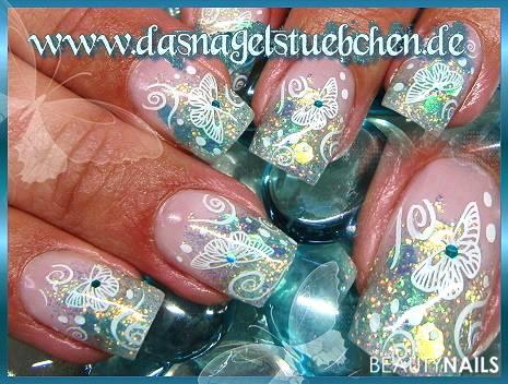 Glitzerblaue Schmetterlinge Nageldesign -  Nailart