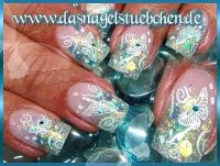 Glitzerblaue Schmetterlinge Nageldesign