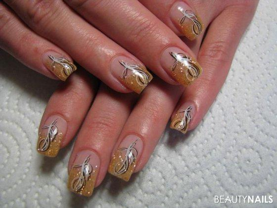 gold glitzer mit stamping nageldesign. Black Bedroom Furniture Sets. Home Design Ideas