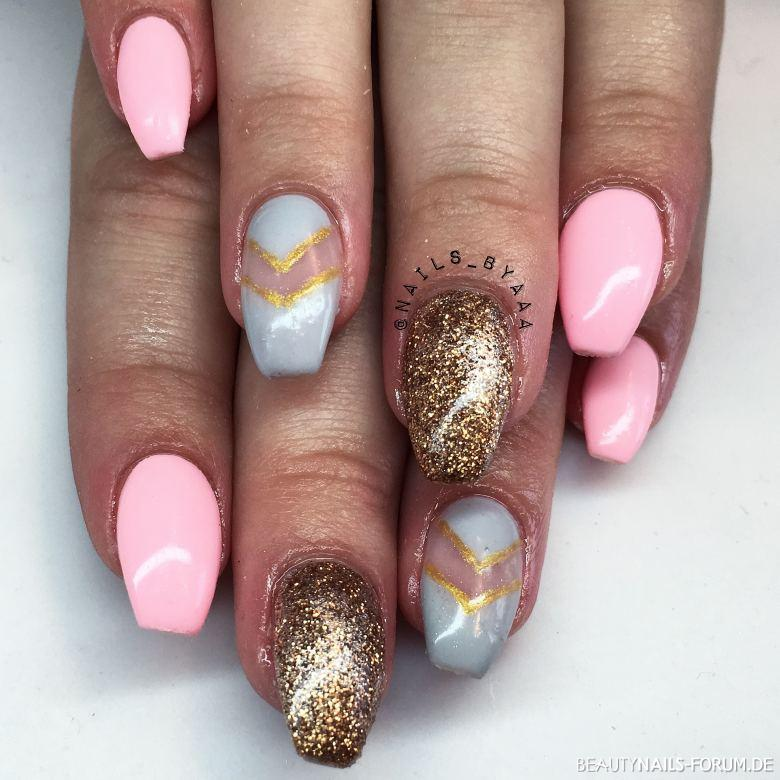 Gold Grau Pink Nageldesign