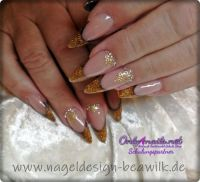 Goldige Acryl Gel Nägel - French Manicure Nageldesign