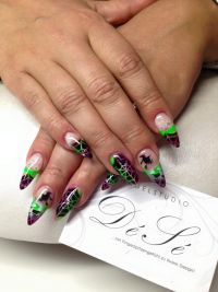 Halloween Design mal richtig Bunt Nageldesign