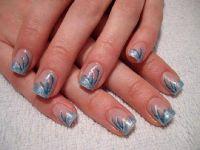Hellblau-Metallic mit Pinselstrichen Nageldesign