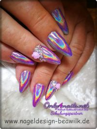 Hologramm Nägel mit 3D Rose Nageldesign