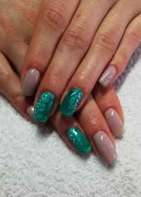 Interessante Nailart in nude und türkis Nageldesign
