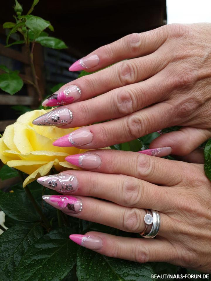 Interessante Nailart in pink mit Chrome Sticker Nageldesign