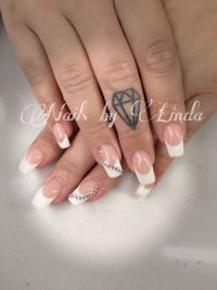 Klassisch stilvolle French Manicure in weiß Nageldesign