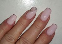 Klassische Gel Modellage Zart-Rosa Nageldesign