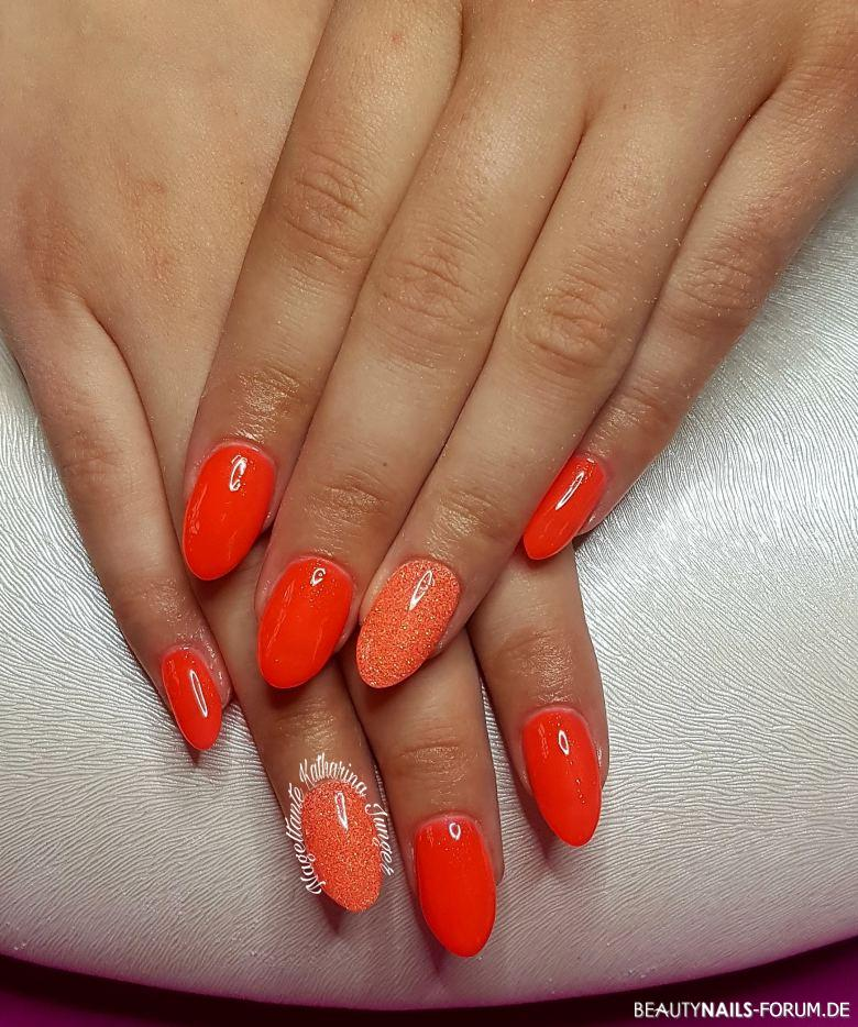 Knalliges Fullcover In Neon Orange Mit Glitzer Nageldesign