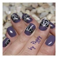 lila Fullcover mit Nailart nass in nass Technik Nageldesign