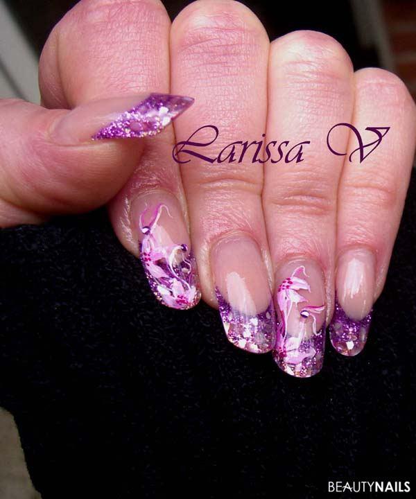 lila mit muschel-splitter und pinselmalerei Nageldesign