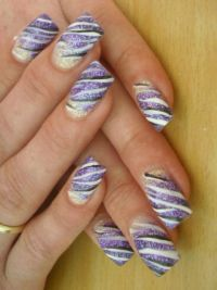 Lila-Zebra Nageldesign