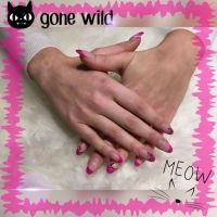 Magenta French mit Miezekatze Nageldesign