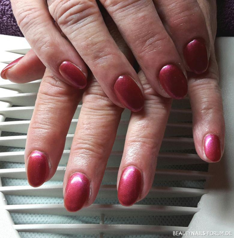 Magenta Purple Naturnagelverstärkung Fullcover Nageldesign rot - Meine älteste Kundin Ü60 liebt rot Töne. Dies ist ein Flip Nailart