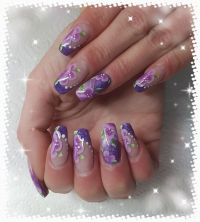 Metallic Purple mit One Stroke Blumen Nageldesign