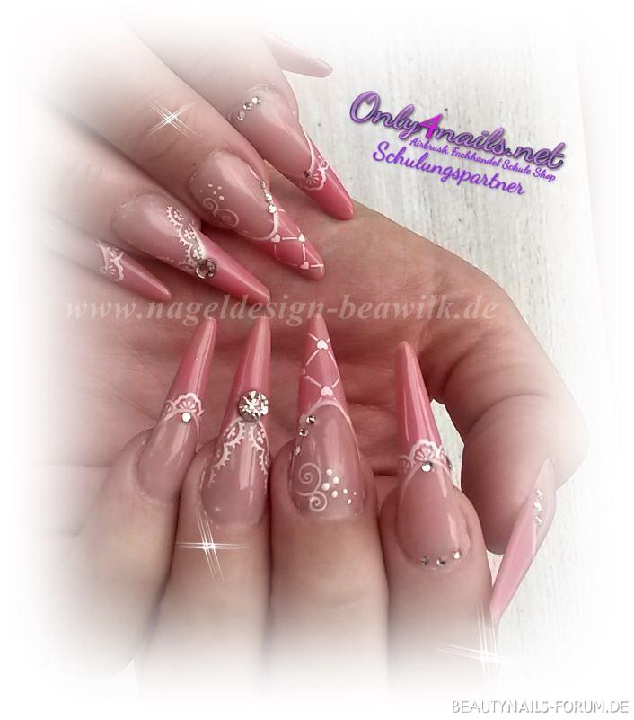 Mini Stilettos Gelnägel Nageldesign
