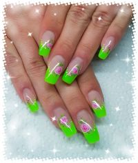 Modellage Neon Grün Nageldesign