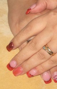 Nägel in rot / orange mit Glitzer Nageldesign