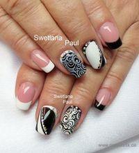 Nägel mit Muster in schwarz / weiß Nageldesign