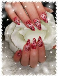 Nailart Airbrush Design in rot und schwarz Nageldesign