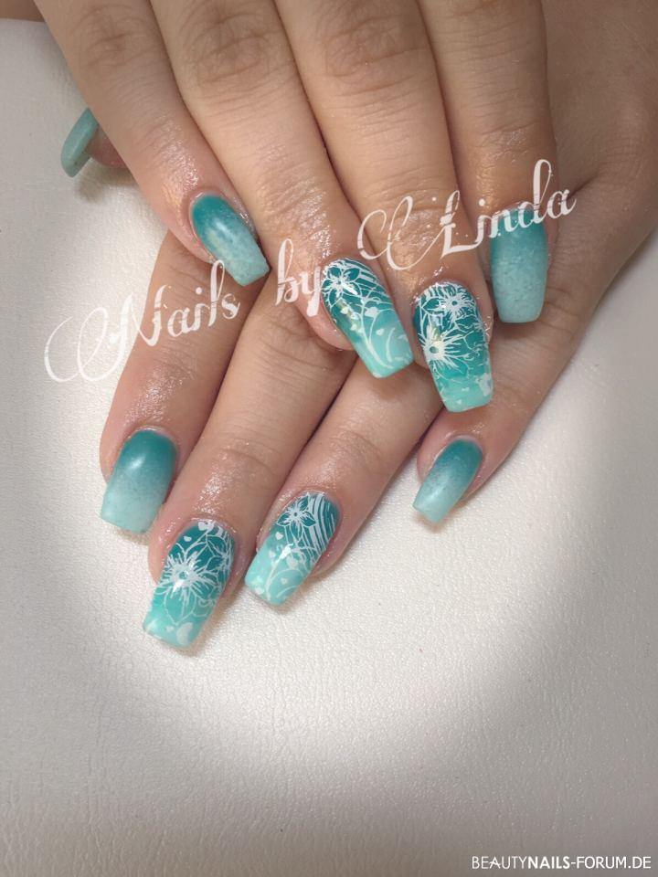 nailart in mint mit farbverlauf und blumen nageldesign. Black Bedroom Furniture Sets. Home Design Ideas