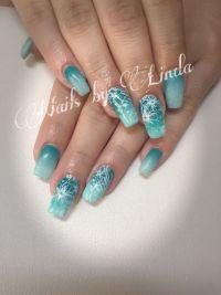 Nailart in Mint mit Farbverlauf und Blumen Nageldesign