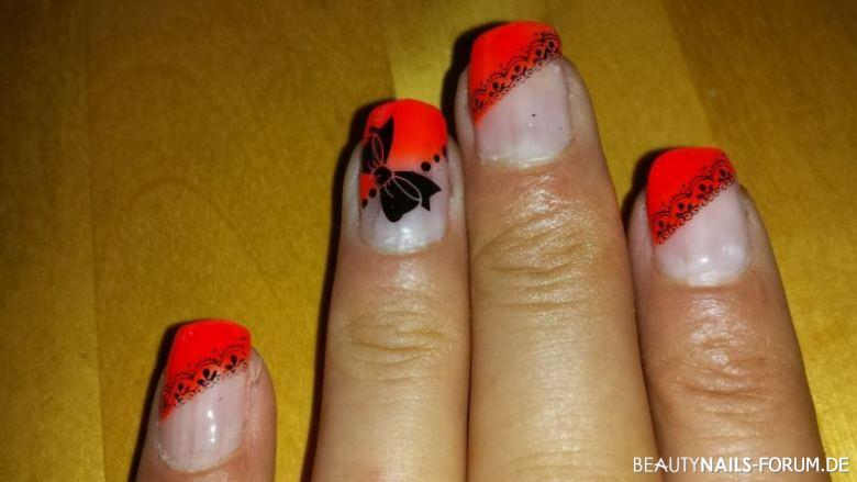Nailart Neon Orange Mit Schwarzen Stampingmuster Nageldesign