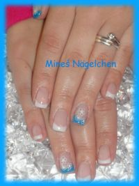 neon blue Nageldesign