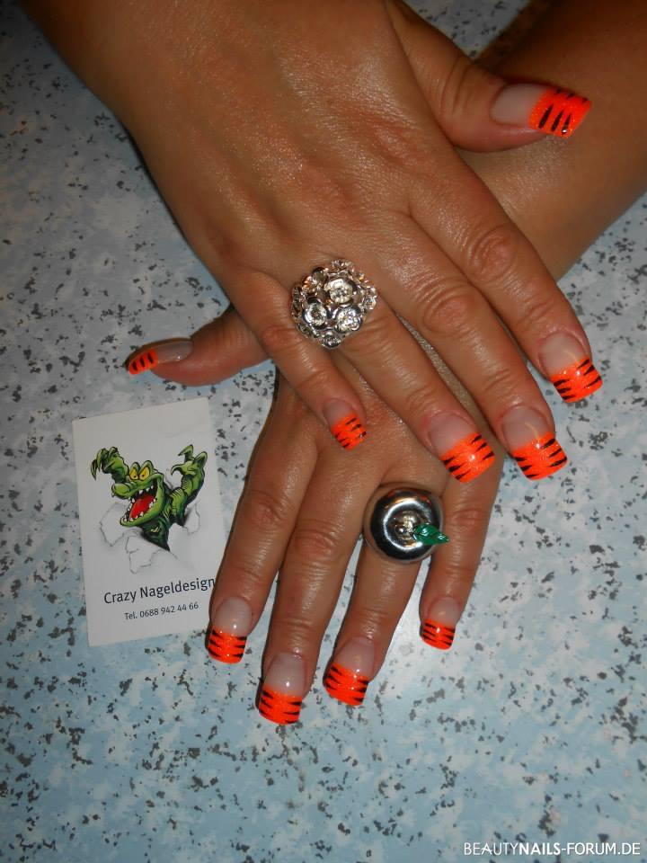 neon orange smiley schwarze striche