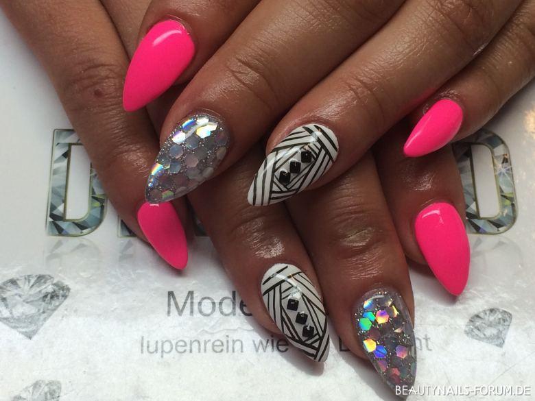 Neon pink mit Glitzer Nailart Nageldesign