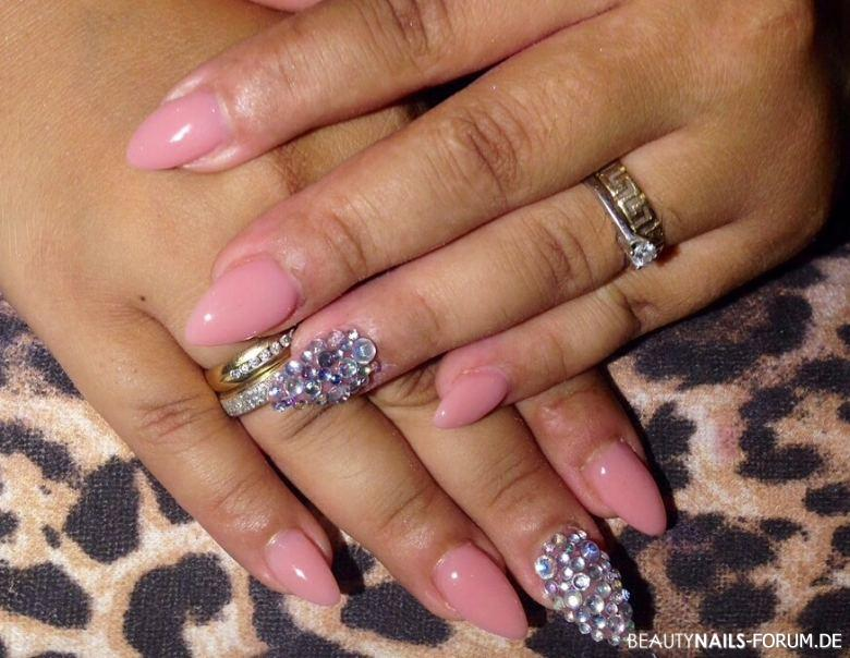 Nude nails mit Strasssteine