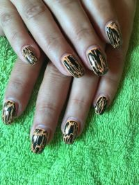 orange mit schwarz Nageldesign