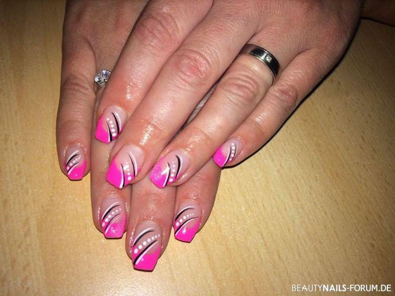 Pink French Mit Verzierung Nageldesign