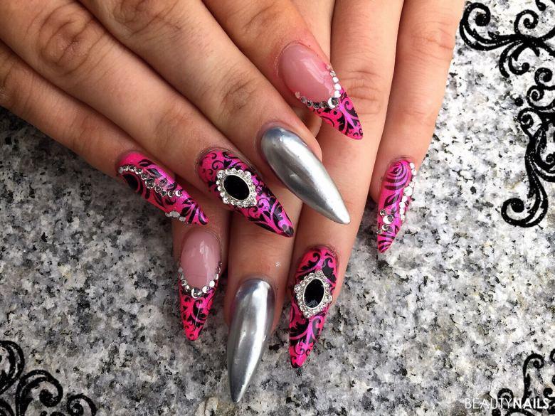 Pink mit Schwarz und Silber Nageldesign