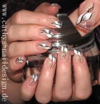 Pinselmalerei auf Clear Nails Nageldesign