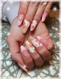 Romantisches French und Rosen-Foliendesign Nageldesign