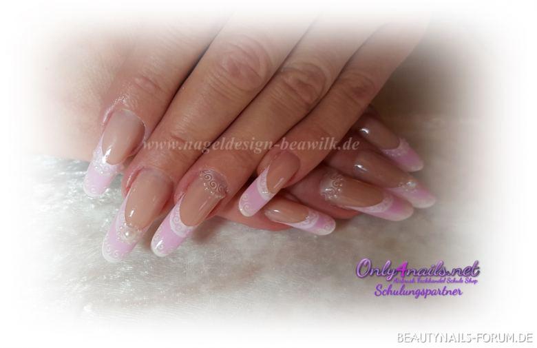 rosa mit airbrush Nageldesign