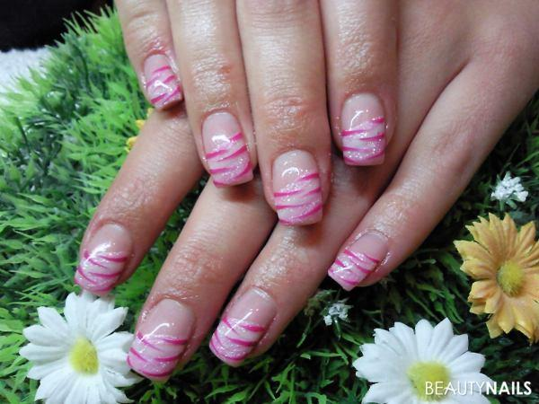 rosa nagellack mit nailart muster nageldesign. Black Bedroom Furniture Sets. Home Design Ideas