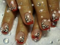 rotes french mit blumen Nageldesign