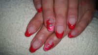 rotes French mit roter Blume Nageldesign