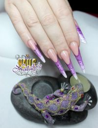 russische Mandel, Gelmodellage French, Stilettos Nageldesign