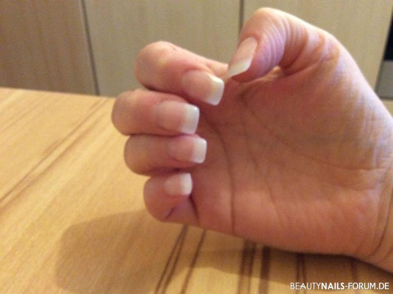 schlichte French Manicure - klassisch Nageldesign