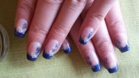 Schmetterling Nageldesign mit blauem French Nageldesign