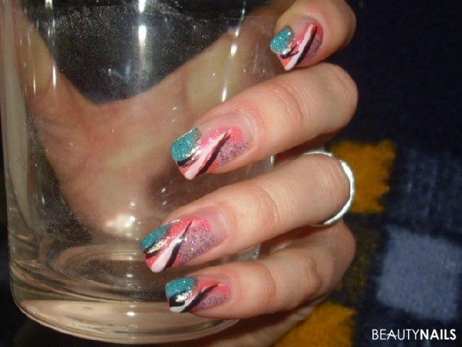 Schöne bunte Fingernägel mit Glitzergel & Colorgel Nageldesign