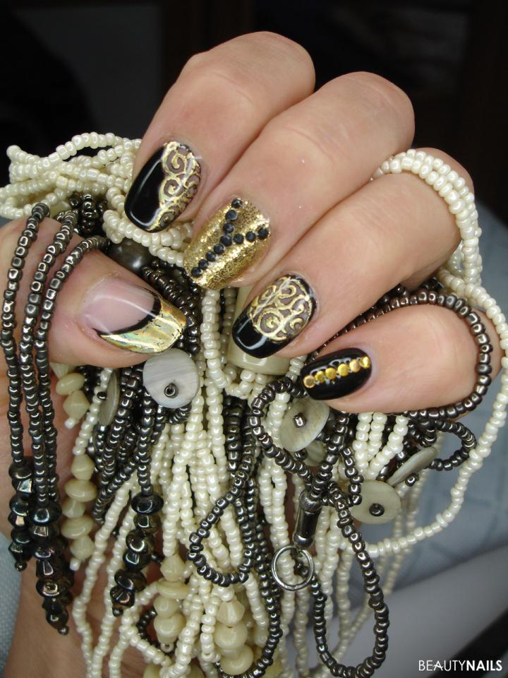 Schwarz & Gold Nageldesign