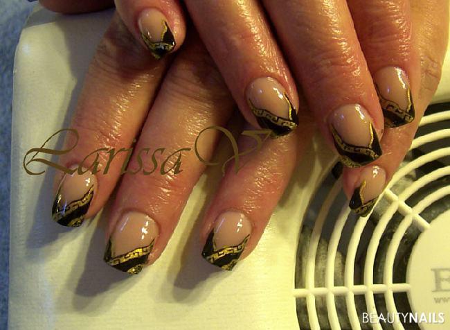 schwarz-gold und malerei Nageldesign