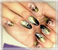 Schwarz goldenes French mit Airbrush Nageldesign