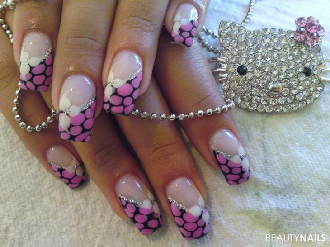 schwarz/pink Nageldesign