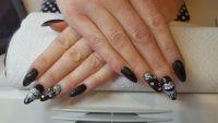 Schwarze Nägel mit Silbernem Glitzer Nageldesign